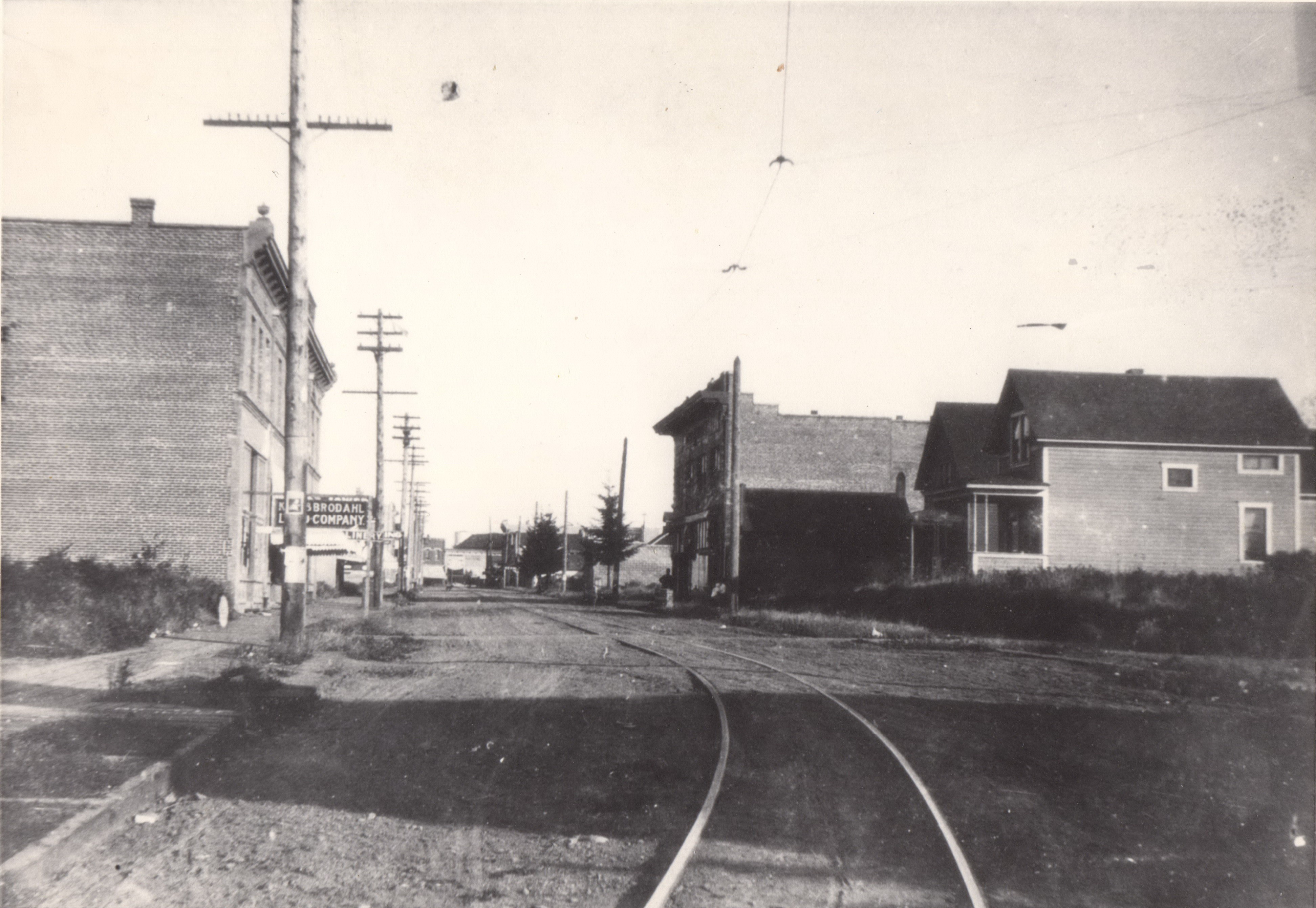 Jersey McChesney (8947 N Lombard 1909 King and Brodahl) on left, Crouchley and Omanday on right