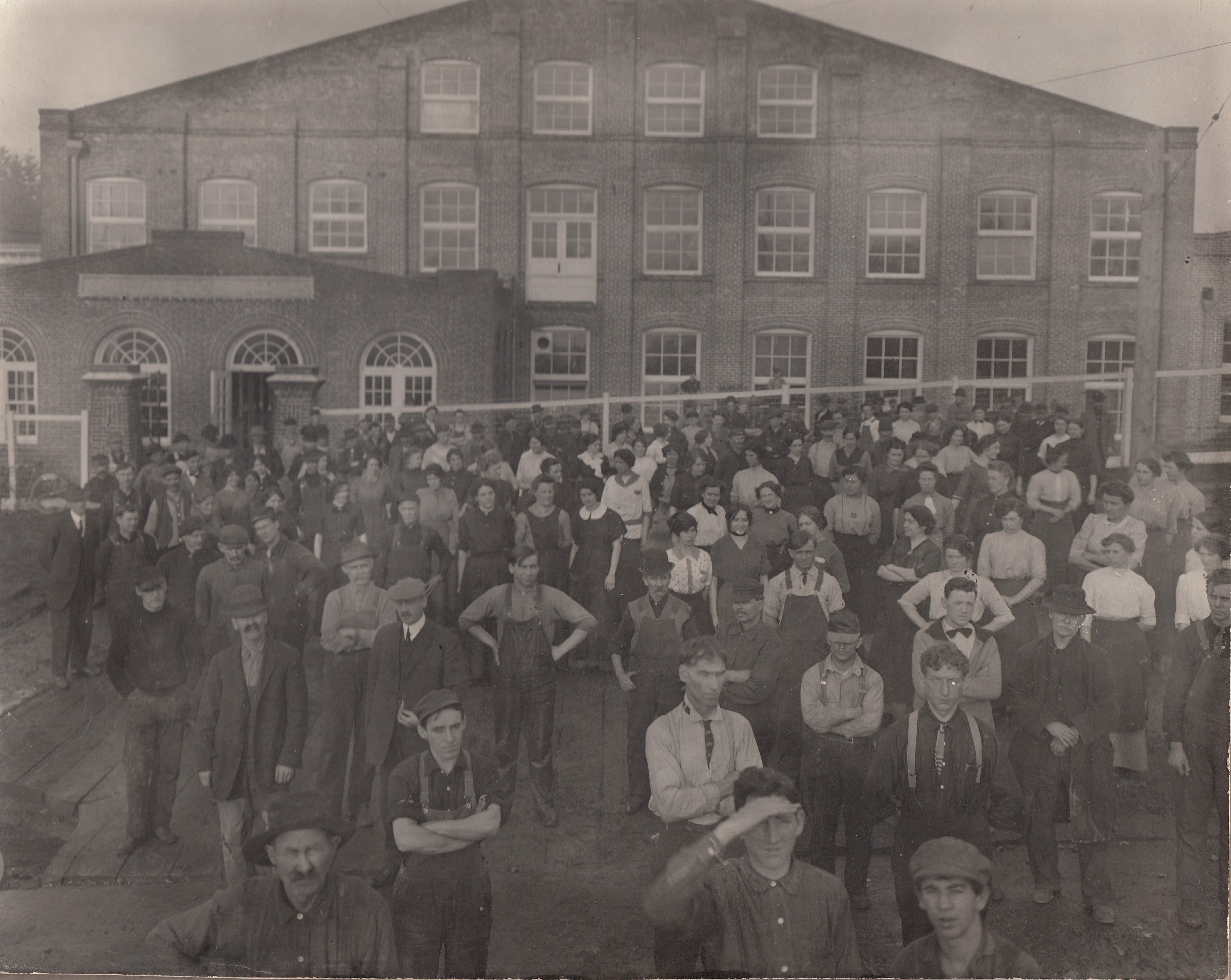 Portland Woolen Mills workers