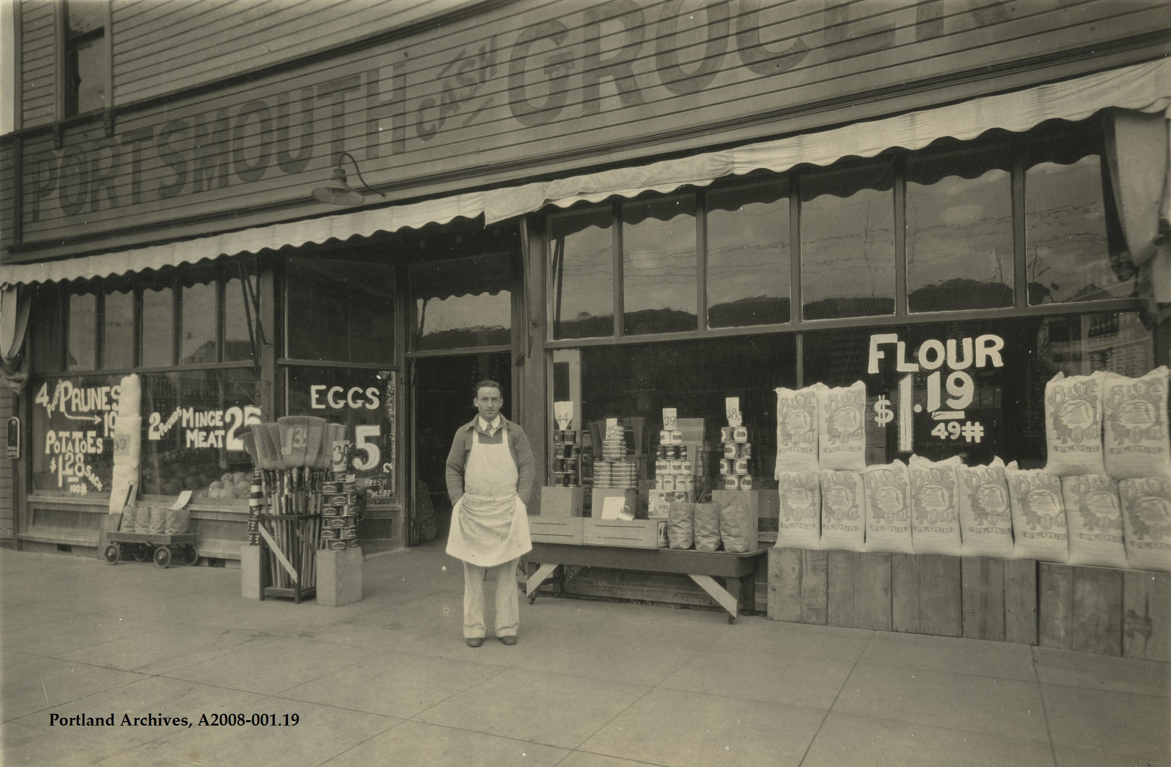 1932_exterior-view-of-portsmouth-cash-grocery-at-5303-n-lombard_a2008-001-19